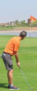 TECHnIQUE444-2-124x300 CHIP OU COUP LOBE AYEZ LABONNE APPROCHE Technique de Golf